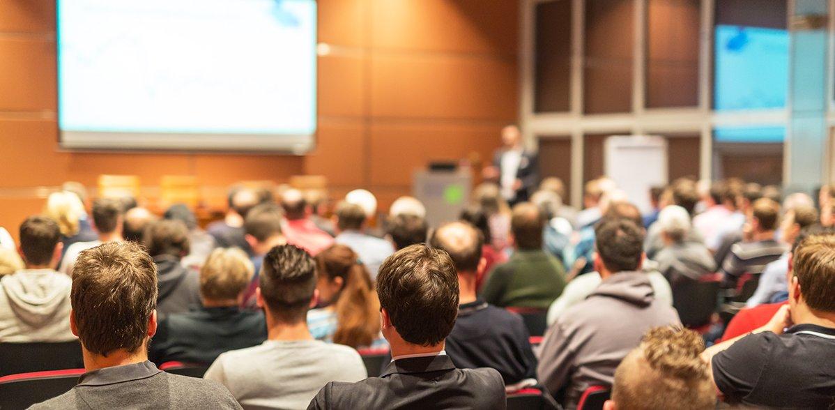 Publikum im Konferenzsaal